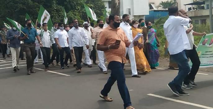 Tala-thok agitation at the MSEDCL gate of Gadhinglaj | गडहिंग्लजच्या महावितरण गेटला ताला-ठोकआंदोलन