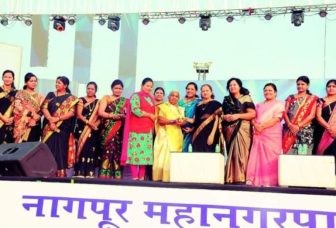 Women should become jobs creators: Kanchanatai Gadkari   महिलांनो नोकरी देणाऱ्या बना : कांचनताई गडकरी