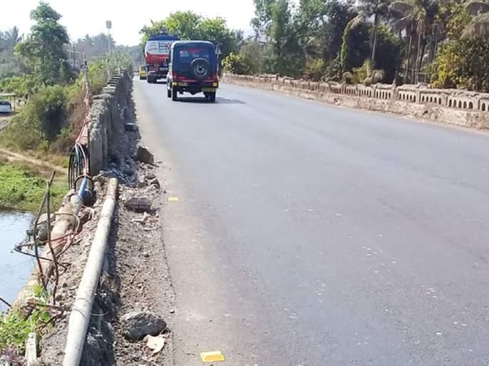 The bridge on the Mahisadhar river on the highway is dilapidated | महामार्गावरील महिसदरा नदीवरील पूल जीर्ण