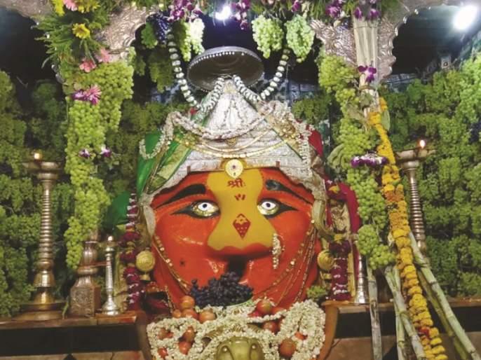 Only priests have access to Mahurgada; Navratri will be celebrated in a simple way | माहूरगडावर केवळ पुजाऱ्यांनाच प्रवेश; नवरात्रौत्सव होणार साध्या पद्धतीने