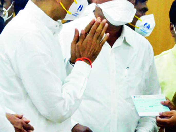 the dialogue of the Chief Minister after the complaint of Shiv Sainik | मामा, सर्वांना सोबत घ्या, सरकार आपलेच आहे,शिवसैनिकाच्या तक्रारीनंतर मुख्यमंत्र्यांचा संवाद