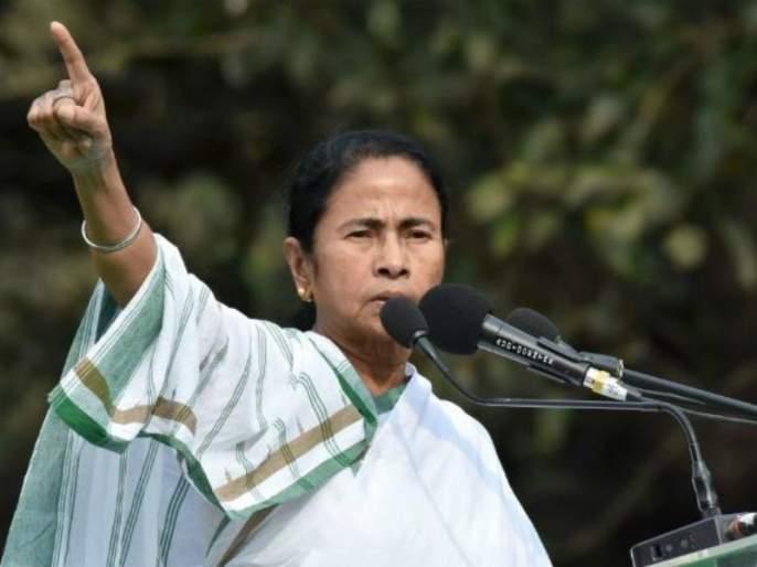 West Bengal Assembly Election: Mamata's 'Gandhigiri' against campaign ban, politics heats up: Holding in front of Mahatma Gandhi's statue | West bengal Assembly Election : प्रचारबंदीविरोधात ममतांची 'गांधीगिरी', महात्मा गांधींच्या पुतळ्यासमोर धरणे