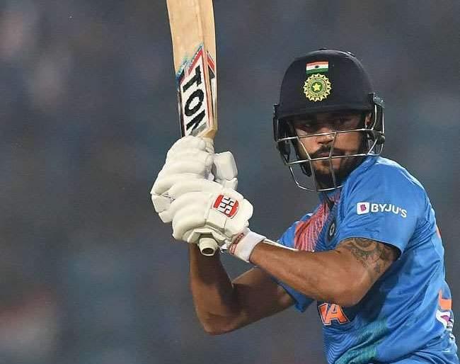 Amazing! The Indian batsman has hit just boundaries and sixes for century | कमाल! भारतीय फलंदाजाने फक्त चौकार आणि षटकारांच्या जोरावर झळकावले शतक