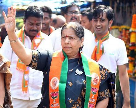 Statement of Twice Voting; Crime lodged against BJP MLA Manda Mhatre | दोनदा मतदान करण्याचे वक्तव्य; भाजपच्या आमदार मंदा म्हात्रेंविरोधात गुन्हा