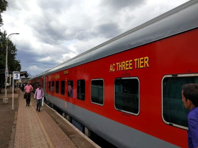 konkan Railway : AC failure in the new Mandvi Express   नव्याकोऱ्या मांडवी एक्स्प्रेसला बिघाडाचे ग्रहण, सतत एसी बंद पडल्याने प्रवासी हैराण