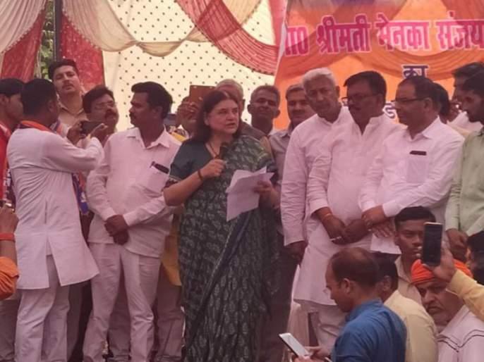lok sabha election bjps Maneka Gandhi warns Muslim voters in Sultanpur   मला साथ द्या, नाहीतर...; मेनका गांधींची मुस्लिम मतदारांना धमकी
