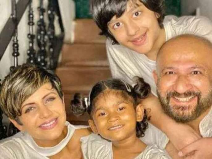 Mandira Bedi and Raj Kaushal adopts a 4 year baby girl Tara and shares picture with her on social media   कौतुकास्पद! अभिनेत्री मंदिरा बेदीने दत्तक घेतली ४ वर्षांची मुलगी तारा, शेअर केला मुलीसोबतचा फोटो...