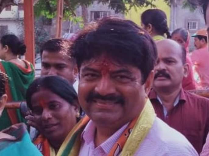 Video: Manoj Kotak facing oppose from locals in Ghatkopar; Returns back   Video : घाटकोपरमध्ये मनोज कोटक यांना स्थानिकांचा विरोध; माघारी परतले