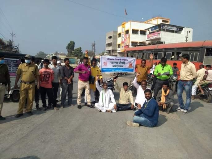 Farmers aggressive in demanding cotton procurement centers | कापूस खरेदी केंद्राच्या मागणीसाठी शेतकरी आक्रमक