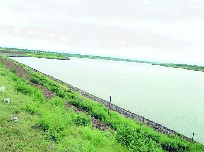 Manad Dam is half full | मन्याड धरण निम्मेच भरले