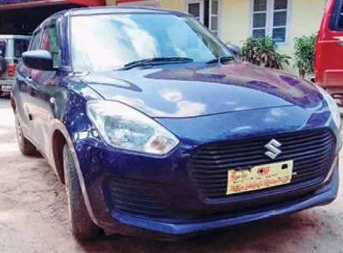 kerala police recovered stolen maruti swift car from thives on Olx   ओएलएक्सवर जाहिरात पाहून चोरांनी कार पळविली; पोलिसांनी ग्राहक बनत परत केली