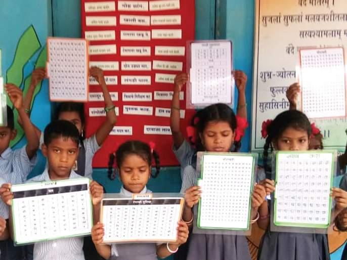 Schools try to develop Marathi language with smart bill; Marathi language day special activities   स्मार्ट पाटीने मराठी भाषा विकासाचा शाळांचा प्रयत्न; मराठी भाषा दिन विशेष उपक्रम
