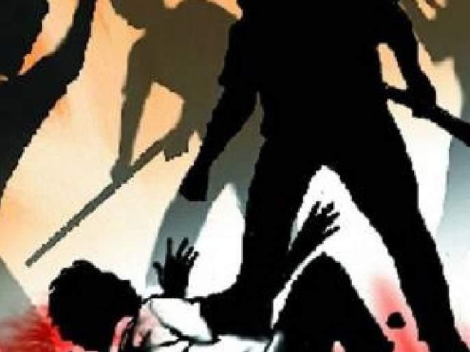 Talathi, Kotwal were beaten and sand mafia hijacked the tipper | तलाठी, कोतवाल यांना मारहाण करत वाळू माफियांनी टिप्पर पळवला