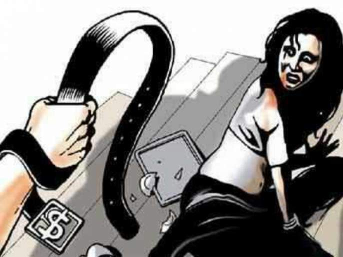 The teacher attacks on teacher wife due to she took early dinner | अगोदर जेवल्याने शिक्षक पत्नीचे बुक्कीत दात पाडले; शिक्षक पतीवर गुन्हा दाखल
