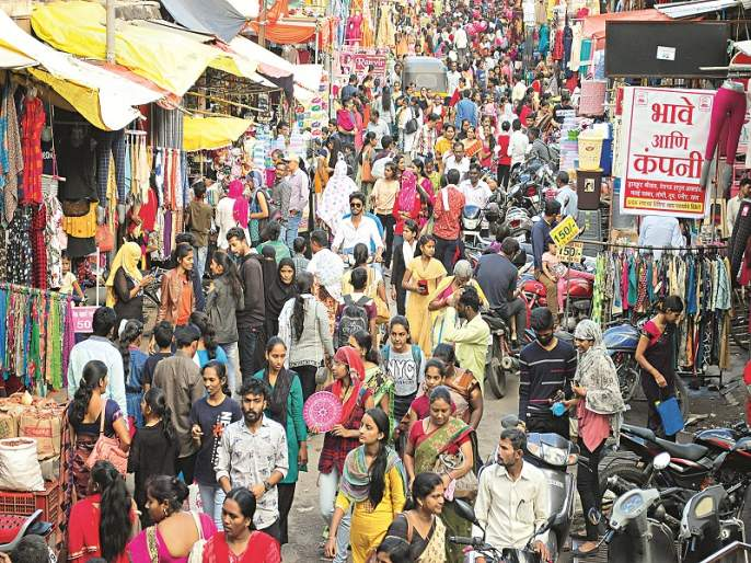 In Aurangabad, markets are crowded instead of voting; Many prefer Diwali shopping | औरंगाबादेत मतदानाऐवजी बाजारपेठेत गर्दी; अनेकांनी दिवाळी खरेदीला दिले प्राधान्य