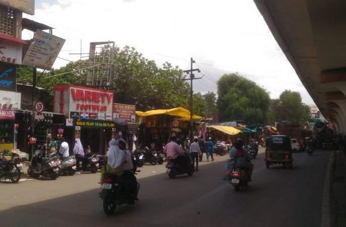 coronavirus: no traffic on the road in Panvel; But rush to buy essentials product | coronavirus : पनवेलमध्ये रस्त्यावर शुकशुकाट; जीवनावश्यक वस्तू खरेदीसाठी मात्र गर्दी