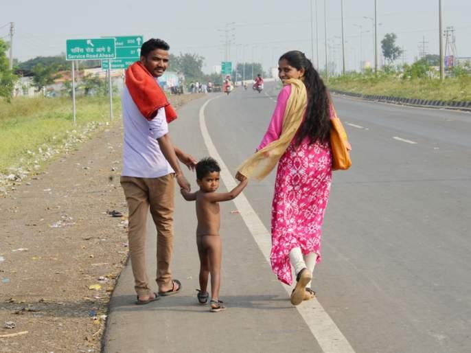The child has completed his ninth eight nos | मुलाला निर्वस्त्र आठ किलोमीटर चालवून नवस केला पूर्ण