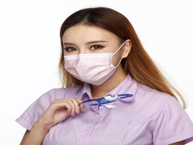 CoronaVirus :When buying a mask, take 'this' information first and then make a purchase | CoronaVirus : मास्कघेतानाआधी घ्या 'ही'माहिती आणि मगकरा खरेदी