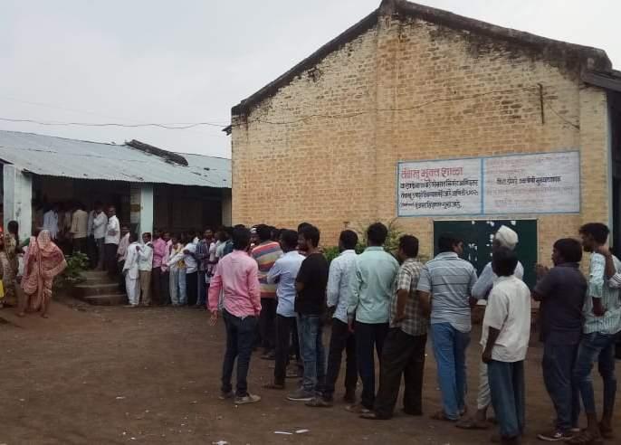 Up to 5 pm average 55 percent of the vote in West Warhada | Maharashtra Assembly Election 2019 : पश्चिम वऱ्हाडात ५ वाजतापर्यंत सरासरी ५५ टक्के मतदान!