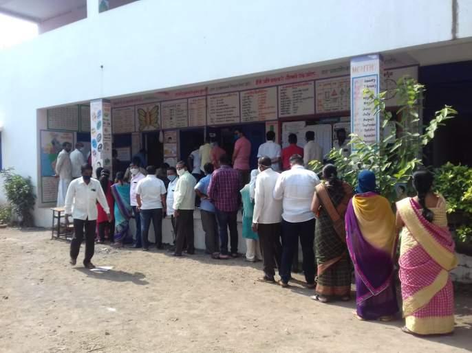Voting in Churshi district including Sangli city | सांगली शहरासह जिल्ह्यात चुरशीने मतदान, भिलवडीत पोलिसांचा सौम्य लाठीचार्ज