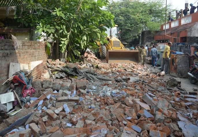Tense at Mate Chowk in Nagpur due to encroachment remove action | अतिक्रमण कारवाईमुळे नागपुरातील माटे चौकात तणाव