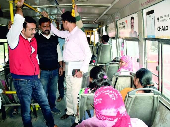 Buses do not arrive on time; Lack of cleanliness: Mayor to passengers   बसेस वेळेवर येत नाही; स्वच्छतेचाही अभाव : महापौरांचा प्रवाशांशी संवाद