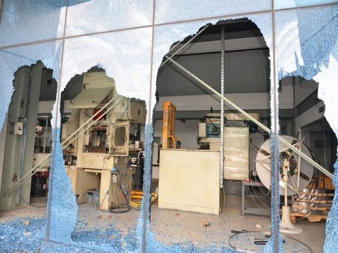 Maharashtra Bandh: After the attack on multinationals, officers of Mumbai Headquarters in the city   Maharashtra Bandh : बहुराष्ट्रीय कंपन्यांवरील हल्ल्यानंतर मुंबई मुख्यालयातील अधिकारी शहरात