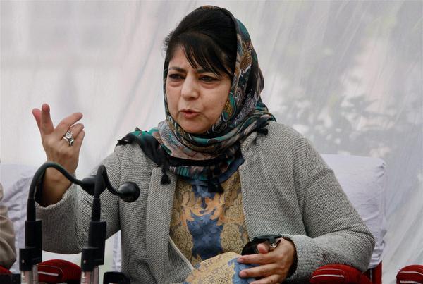 J&K mainstream parties have become favourite whipping boy for all says mehbooba Mufti | जम्मू काश्मीरमध्ये मुख्य प्रवाहातील राजकीय पक्षांना बळीचा बकरा बनवलंय : मेहबुबा मुफ्ती