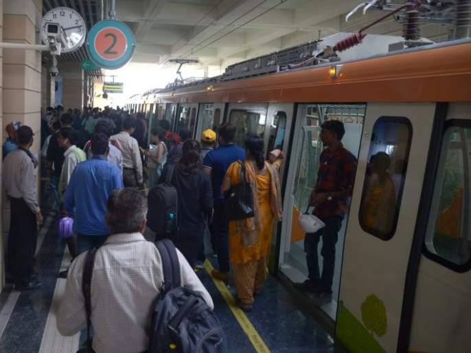 Mumbai : Due to technical snag, one Metro train has been withdrawn from services | घाटकोपर-वर्सोवा रोडदरम्यान मेट्रो रेल्वेमध्ये तांत्रिक बिघाड