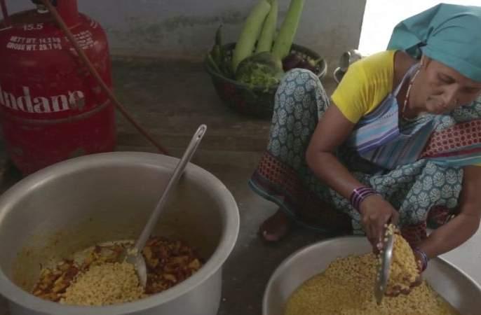 Mid day meal Cooking staff, Assistant will get Training | पोषण आहाराचे स्वयंपाकी, मदतनिसांना प्रशिक्षण