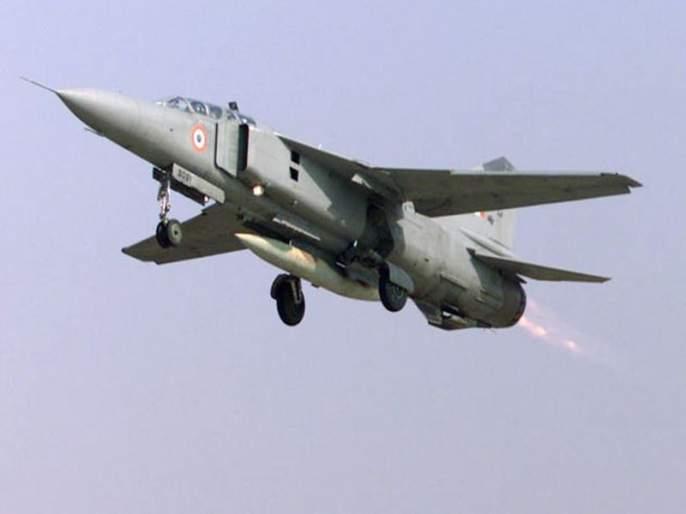 mig 27 indian air force plane crashes in rajasthan jaisalmer pilot ejects | हवाई दलाचं मिग-27 विमान जैसलमेरमध्ये कोसळलं; पायलट सुरक्षित