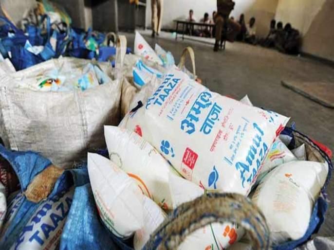 Ban on milk plastic bags will be implemented in one month says environment minister ramdas kadam | 'दुधाच्या प्लॅस्टिक पिशव्यांवरील बंदी एका महिन्यात लागू होणार'