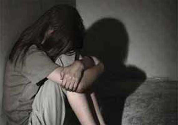 father's rape on a minor girl at Bridgewadi Aurangabad | ब्रिजवाडी येथे अल्पवयीन मुलीवर नराधम बापाचा अत्याचार