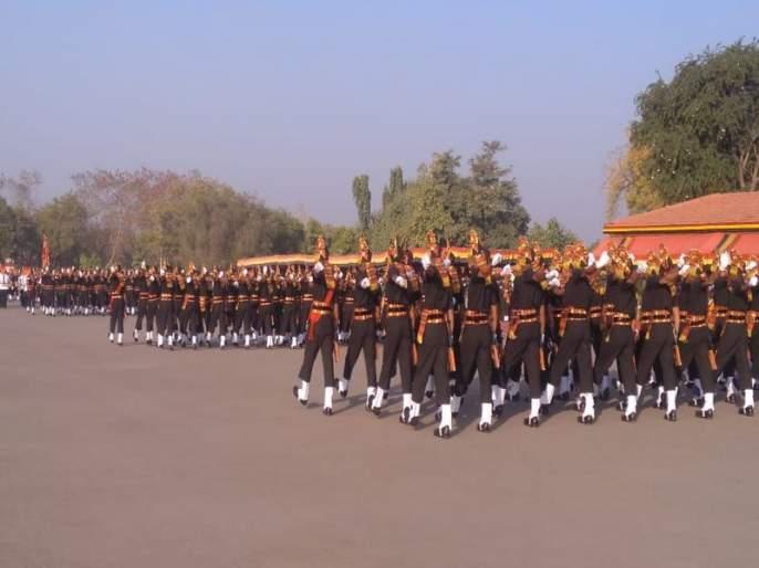 VIDEO: 275 soldiers took oath at MIRC in Ahmednagar | VIDEO : 'एमआयआरसी'मध्ये 272 जवानांनी घेतली शपथ; देश सेवेसाठी सज्ज