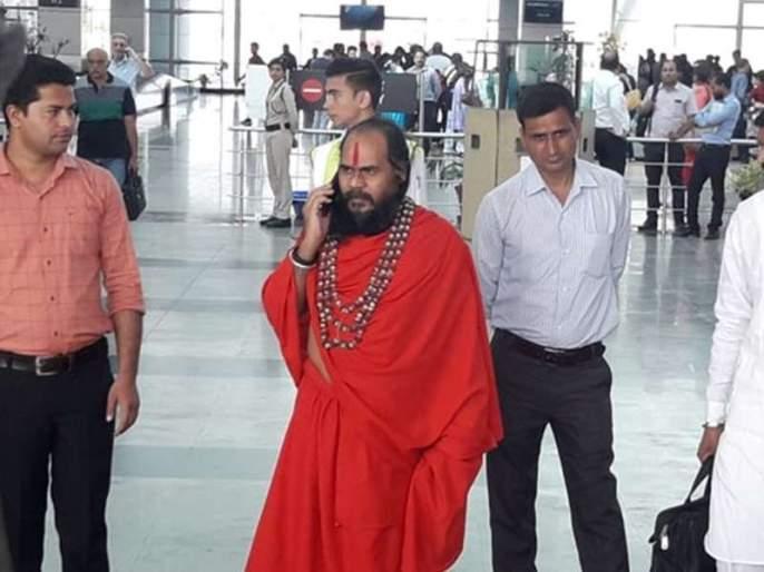 After the defeat of Digvijay Singh, Mirchi Baaba came to get water, but DM reject and police | दिग्विजय सिंहांच्या पराभवानंतर मिर्चीबाबा जलसमाधी घेण्यास आले, पण...