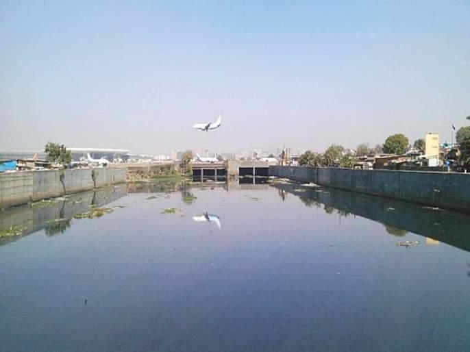 The level of the Mithi river rose; 50 citizen migrants | मिठी नदीची पातळी वाढली; ५० नागरिक स्थलांतरित