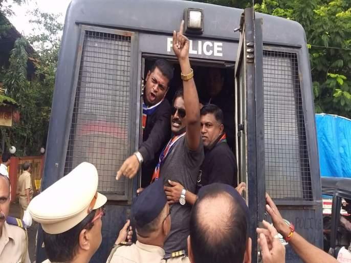 MNS worker had done protest against government in Ulhasnagar; Arrested by police | उल्हासनगरात सरकारच्याविरोधात मनसे पदाधिकाऱ्यांचे आंदोलन; पोलिसांनी केली अटक