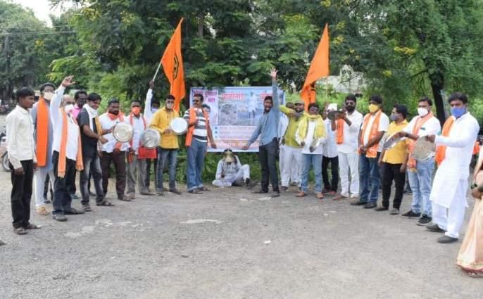 MNS bell ringing agitation for wet drought | ओल्या दुष्काळाच्या मागणीसाठी मनसेचे घंटानाद आंदोलन