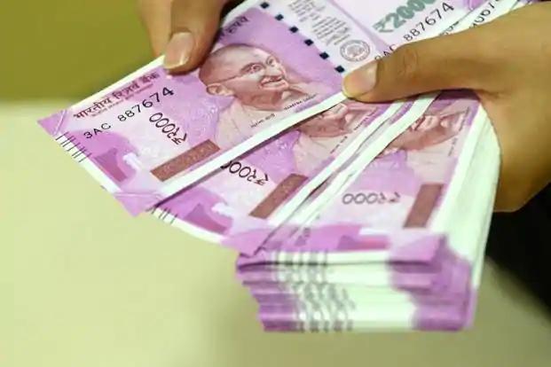 26 lakh crore in the hands of the people   कोरोनाचा परिणाम : लोकांच्या हातात २६ लाख कोटी रुपये
