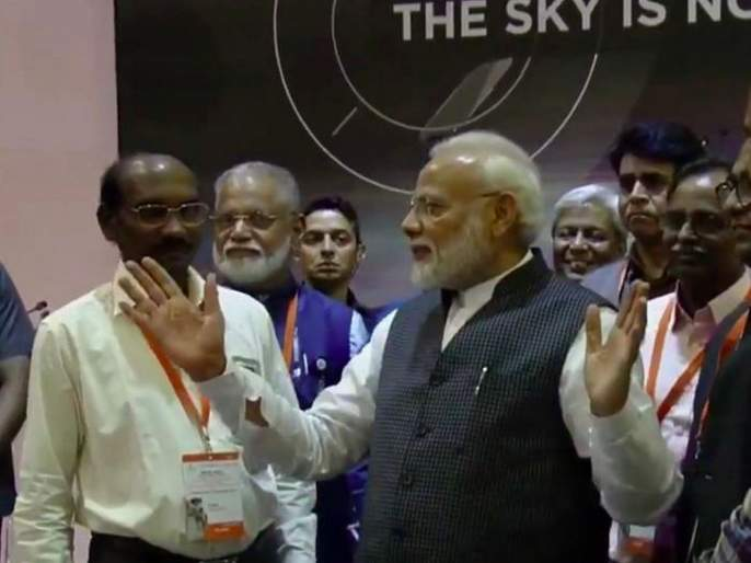 pm Modi coming to watch Chandrayaan 2 landing was bad omen for Isro says HD Kumaraswamy | Chandrayaan 2: कर्नाटकचे माजी मुख्यमंत्री म्हणतात, पीएम मोदींची भेट इस्रोसाठी अशुभ