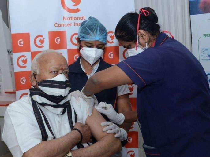 rss chief mohan bhagwat and suresh bhaiyyaji joshi received their first dose of corona vaccine | RSS चे सरसंघचालक मोहन भागवत यांनी घेतली कोरोना लस