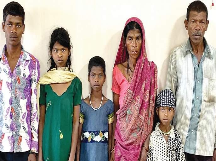 Mokhada tribal laborers on the brink of sabotage; Filed | मोखाड्याचे आदिवासी मजूर वेठबिगारीच्या पाशात;गुन्हा दाखल