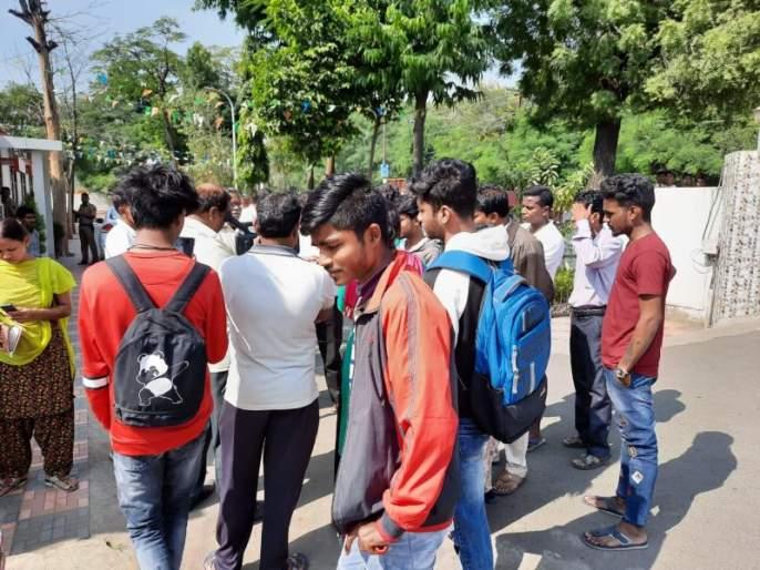 Underage student molestation in school premises | शाळा परिसरात अल्पवयीन विद्यार्थिनीची छेडखानी