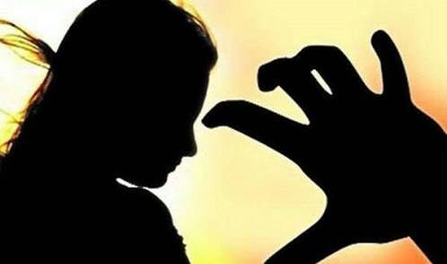 On returning from work, the molestation of a woman police employee by the co-worker   कामावरून घरी परतताना सहकाऱ्याकडूनच महिला पोलीस कर्मचा-याचा विनयभंग