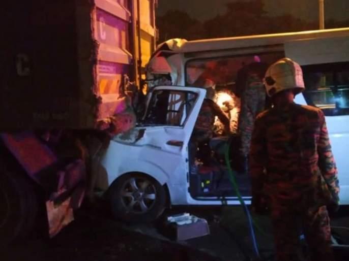 Badminton world No.1 Kento Momota injured in car accident in Malaysia, driver killed | जगातील अव्वल खेळाडूच्या गाडीला भीषण अपघात, चालकाचा जागीच मृत्यू तर...