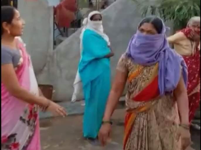 CoronaVirus Latest Marathi News in yavatmal Women marches to Shiv Sena MPs personal assistant's house over grocery kit | CoronaVirus News in Yavatmal: किराणा किटच्या वादावरून शिवसेना खासदाराच्या स्विय सहाय्यकाच्या घरावर महिलांचा मोर्चा