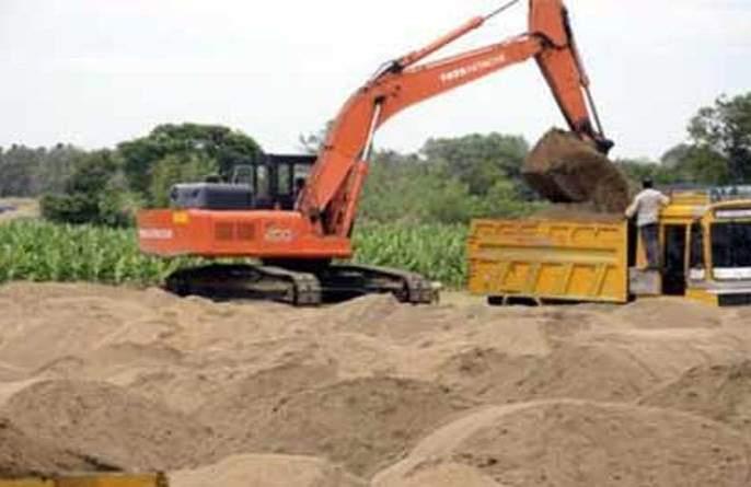 More than 200 brass sand stolen from the Lanjud Dam | लांजूड लघू प्रकल्पातून २०० पेक्षा जास्त ब्रास गौण खनिजाची चोरी!