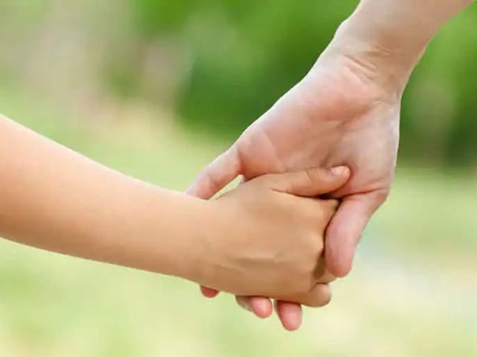 In her second marriage, the son wrote an emotional letter to mother | आईच्या दुसऱ्या विवाहाप्रसंगी मुलाने लिहिले भावूक पत्र, सोशल मीडियावर झाले व्हायरल