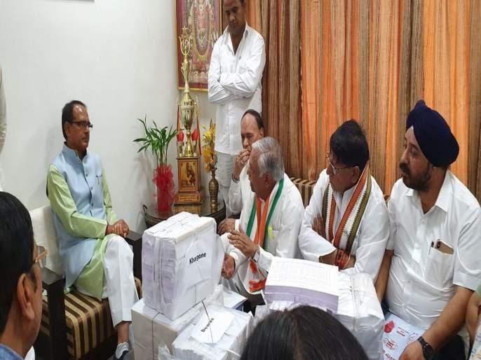 This is the proof of debt waiver, Congress leaders meet Shivraj Singh Chauhan | हे घ्या कर्जमाफीचे पुरावे, काँग्रेस नेत्यांनी गाठलं शिवराज सिंह चौहान यांचं घर