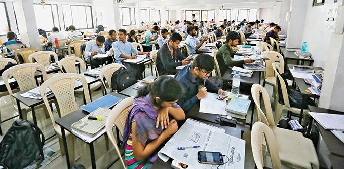 Joint pre-examination of MPSC postponed again | एमपीएससीची संयुक्त पूर्व परीक्षा पुन्हा लांबणीवर